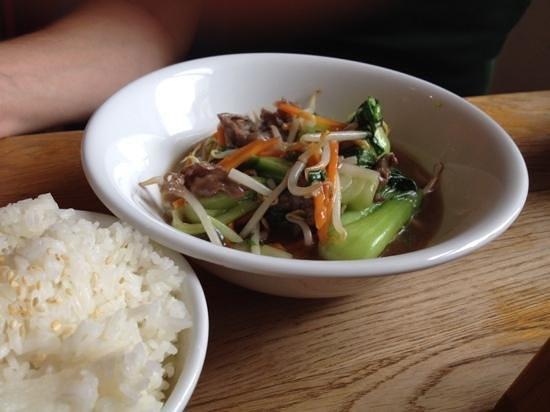 Quan Do: Rindfleisch mit Pakchoy und Gemüse