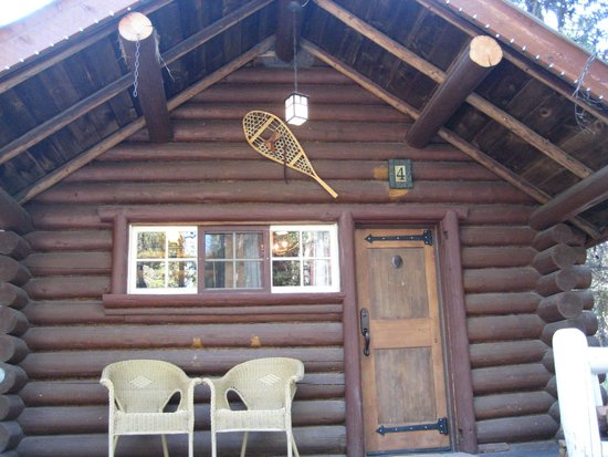 Storm Mountain Lodge & Cabins: Outside of Room