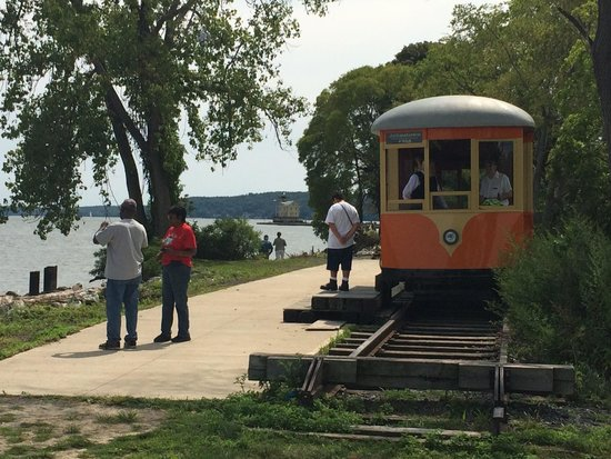 Trolley Museum Of New York: End of trolley line at Hudson River