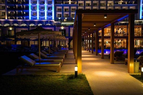 Mitsis Alila Resort & Spa : outside pools