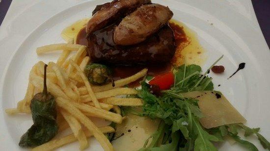 Puerta Del Carmen : Hamburguesa de buey con foie y patatas paja.