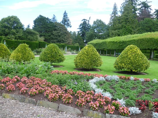 Glamis Castle: Part of Italian garden
