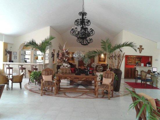 Marina Fiesta Resort & Spa: beautiful lobby area