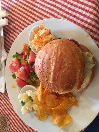 La Cantina: Regular Burger