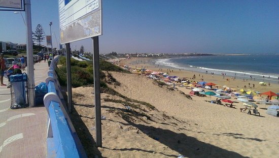 Sidi Bouzid Beach (Plage de Sidi Bouzid) : During low-tide , looking left