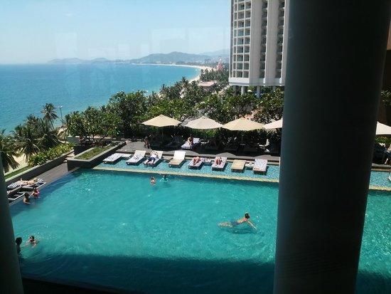 Sheraton Nha Trang Hotel and Spa: Hotel Pool