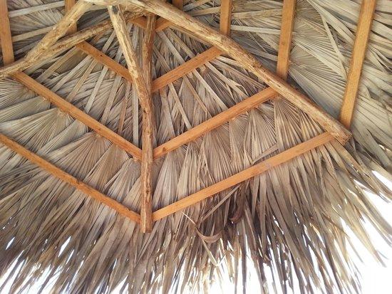 Memories Paraiso Beach Resort : palapas