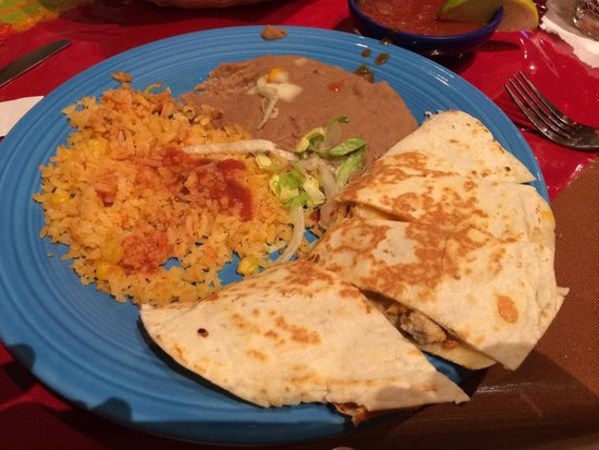 Jose's  Mexican Grill: Lunch chicken quesadilla with rice and beans