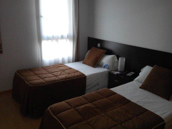 Tryp Madrid Airport Suites: Quarto