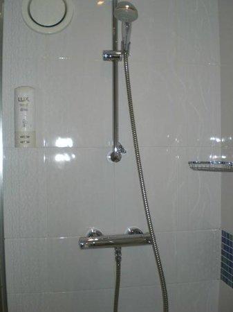 Holiday Inn Express - Edinburgh City Centre: 608 Excellent Shower Pressure