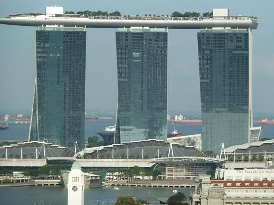 Novotel Singapore Clarke Quay: 25e verdieping balkon uitzicht naar Marina Bay