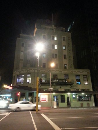 Hotel Waterloo & Backpackers: It's cheap and comfortable