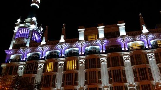 ME Madrid Reina Victoria: ME Reina Victoria nocturno