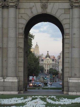 Puerta de Alcalá: looking through the arch