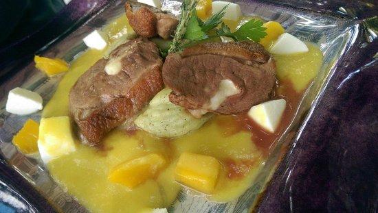 Platán Restaurant & Café: Anatra con pesche!