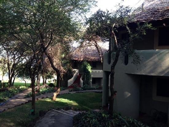 Lake Manyara Serena Lodge: beautifully manicured gardens