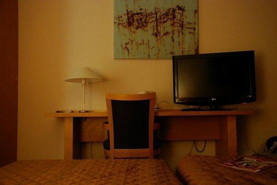 Bastion Hotel Amsterdam Amstel: coin TV/bureau