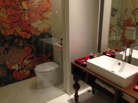 Mira Moon Hotel: Lovely bathroom