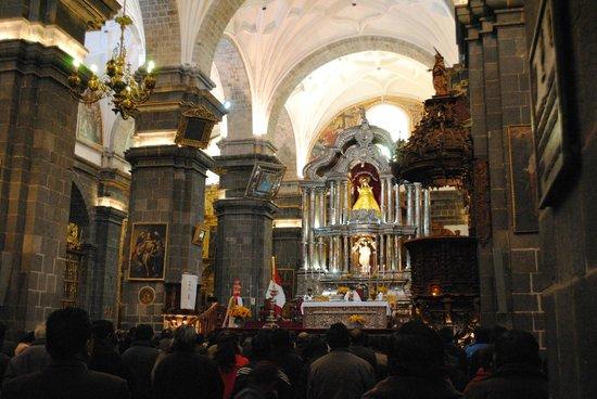 Catedral del Cuzco o Catedral Basílica de la Virgen de la Asunción: Misa