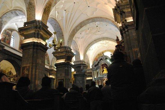 Cathédrale Notre-Dame-de-l'Assomption : Misa quechua cuerpo principal