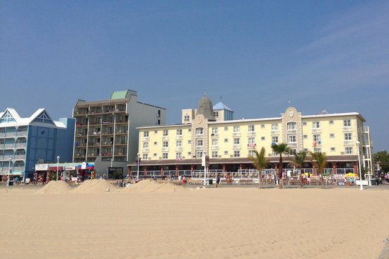 Plim Plaza Hotel: this close to the ocean and on the boardwalk