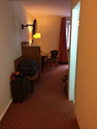 Hotel Mercure Munich Altstadt: No room for luggage