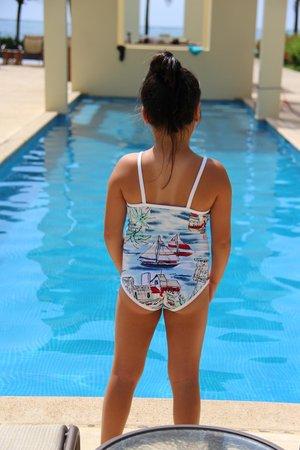The Phoenix Resort : Daughter at lap pool
