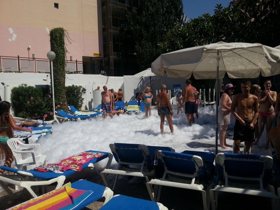 Hotel San Remo : Mini Foam party on first day
