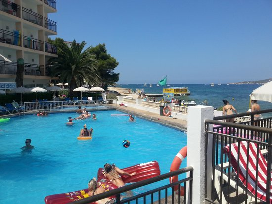 Hotel San Remo : View of the pool