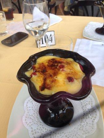 Restaurant Curia Reial SL. : Клубника под каталонским соусом