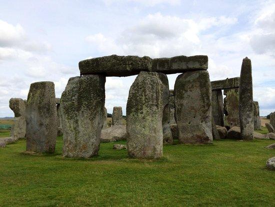 Stonehenge: Amazing sight but allot if people