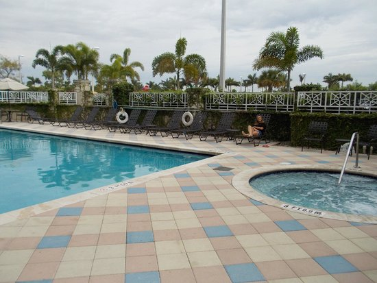 Hilton Garden Inn Miami Airport West: piscina do hotel