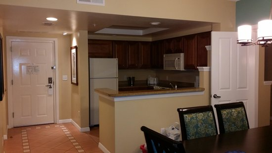 Hilton Grand Vacations at SeaWorld: Kitchen