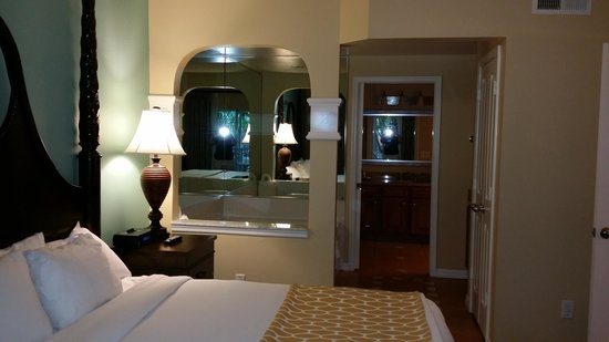 Hilton Grand Vacations at SeaWorld: Master w/ king bed
