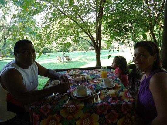 Sitio Roda D'Agua: Café da manhã em família...