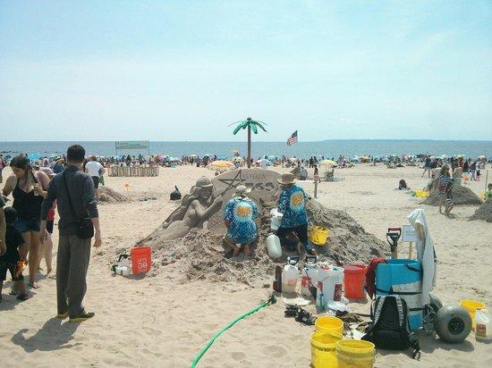 Coney Island USA : Concours de château de sable ;)