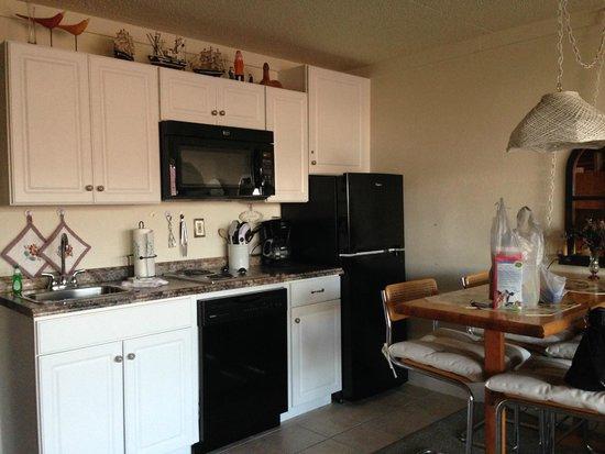The Beachcomber Resort: Kitchen