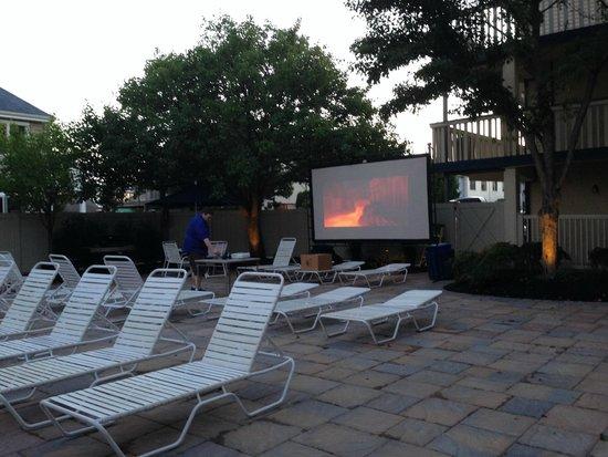 The Beachcomber Resort : Lego movie poolside