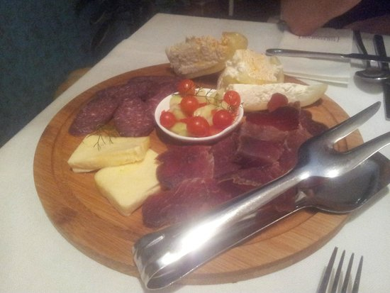 Taj Mahal : Dry sausage and cheese platter for two (entree)
