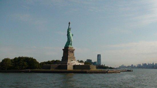 Statue de la liberté : Frihetsgudinnan från båten