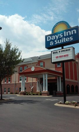 Days Inn & Suites Murfreesboro