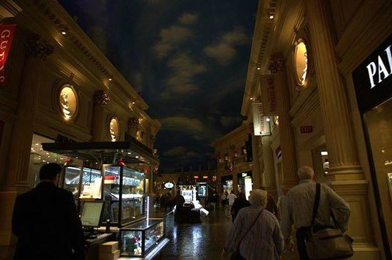 Caesars Palace: Inside the shopping center