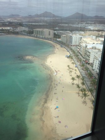 Arrecife Gran Hotel & SPA : View from the 17th floor cafe/bar