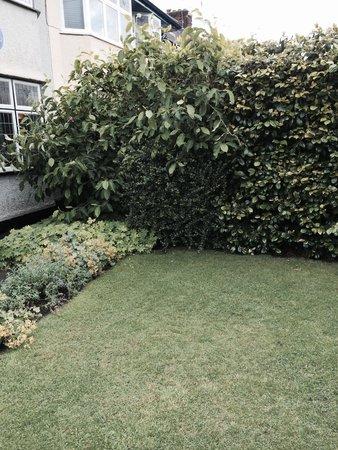 Mendips - John Lennon Home: John's garden