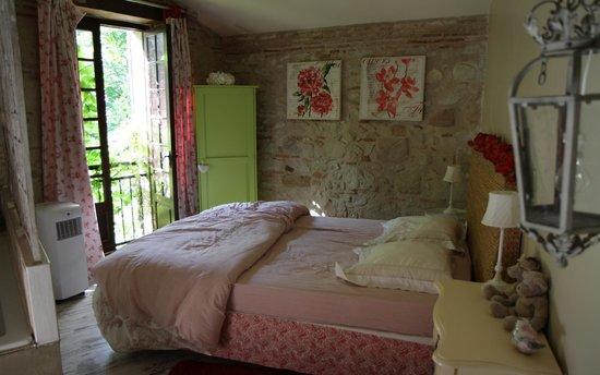 Moulin de Rocquebert : Aperçu d'une des chambre.