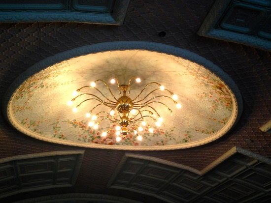 Haskell Free Library & Opera House: opera house chandelier