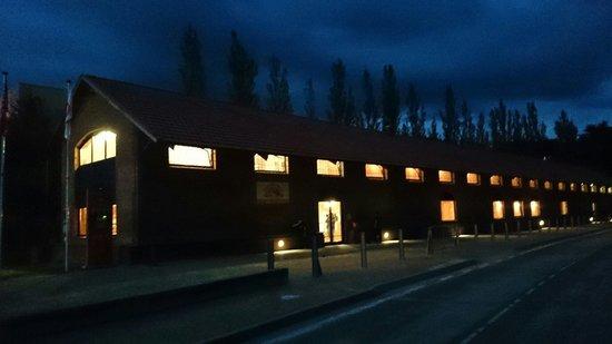 Albergue Rural Ruta del Ferro : El albergue de noche.