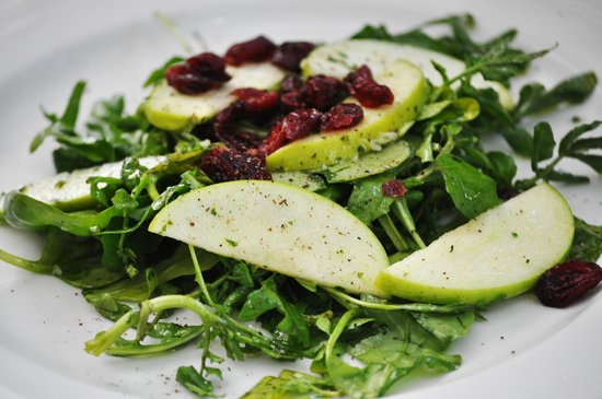 La Dolce Vita downtown : Arugula, watercress, green apple and cranberry salad