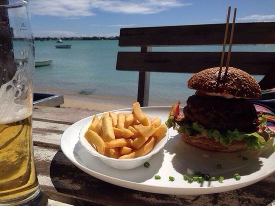 The Beach House Restaurant & Beach Bar: the juicy Lucy with a perfect seaview!❤️