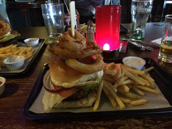 St Pirans Inn: The perfect burger.  The Pirans never fails to impress us.